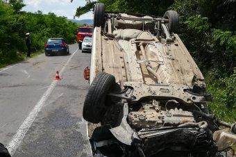 Felborult egy kisteherautó Bögöz határában