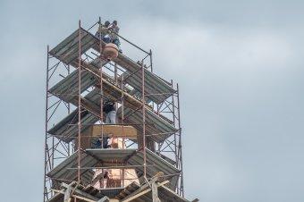 A felsőboldogfalvi templomtorony új időkapszulája a máról üzen a majdaniaknak