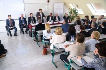 Kárpát-medencei szintű pedagógusmódszertani napot tartottak Székelyudvarhelyen