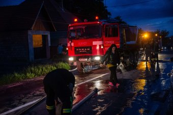 Tűz Máréfalván, leállították a forgalmat az országúton
