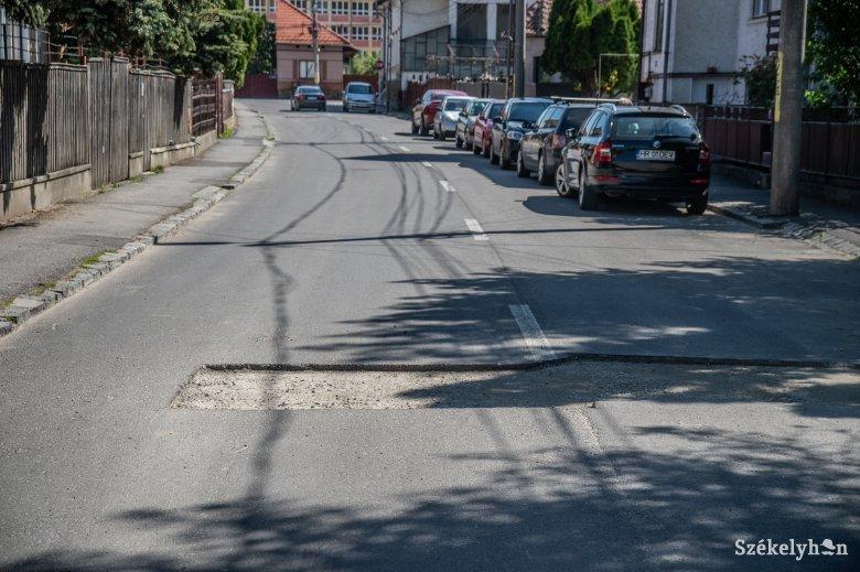 Udvarhelyiek panaszkodnak az ellehetetlenített közlekedés miatt