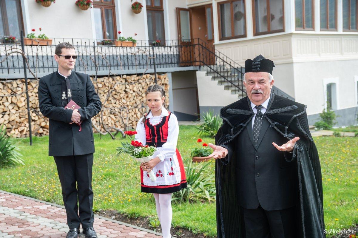 https://media.szekelyhon.ro/pictures/udvarhely/aktualis/2019/08_majus/o_puspoki-vizitacio-farcad-ba-11.jpg