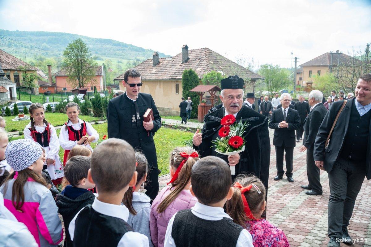 https://media.szekelyhon.ro/pictures/udvarhely/aktualis/2019/08_majus/o_puspoki-vizitacio-farcad-ba-12.jpg