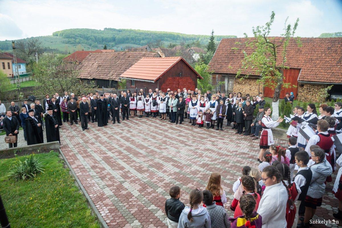 https://media.szekelyhon.ro/pictures/udvarhely/aktualis/2019/08_majus/o_puspoki-vizitacio-farcad-ba-7.jpg