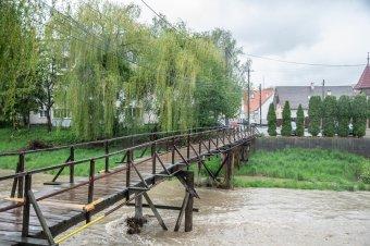Az erős sodrás miatt lezárják a Malom utcai hidat
