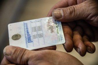 Zavarba ejtő jogosítványcsere: az egyik kategóriát meghosszabbították, a másikat nem