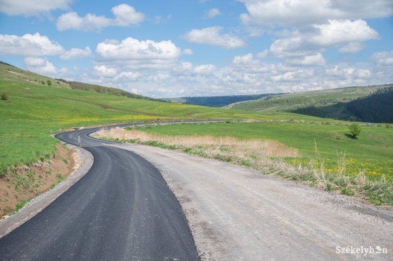 Nem tudták, hány réteg aszfalt elterítése szükséges a megyei utak felújításához