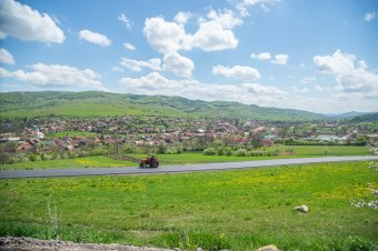 Új úton Szentmárton és Almás között