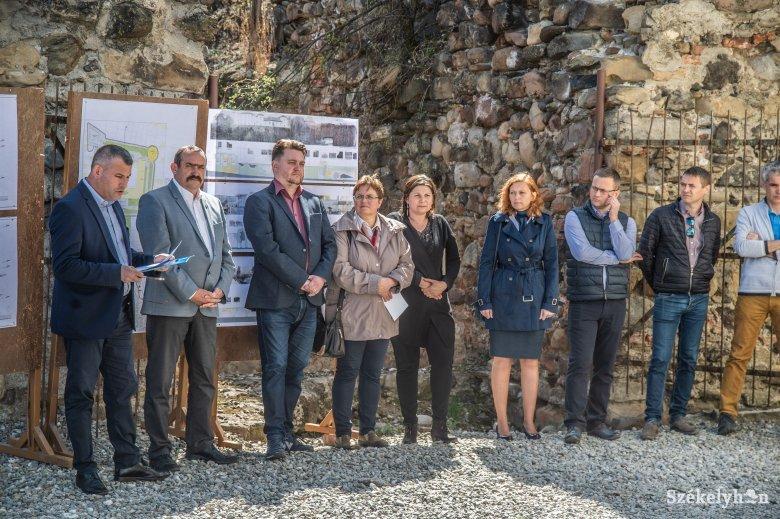 Ötmillió euró a Székelytámadt-vár felújítására