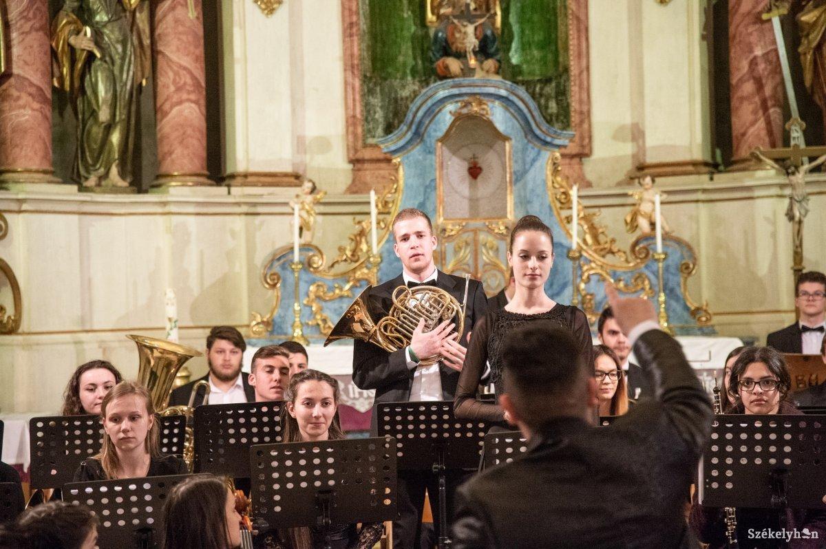 https://media.szekelyhon.ro/pictures/udvarhely/aktualis/2019/10_marcius/01/o_hangveseny-koncert-ba-5.jpg