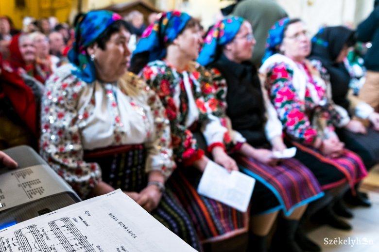 Nem csendülhetett fel magyar ének szenteste a csángóföldi Pusztina katolikus templomában