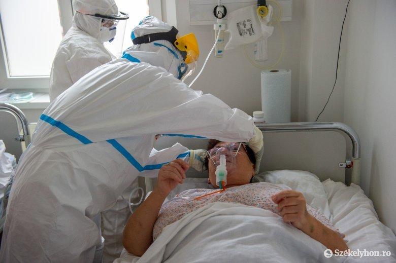 Csökkent a koronavírus-fertőzésben elhunytak átlagéletkora, egyre több esetben nincs társbetegség