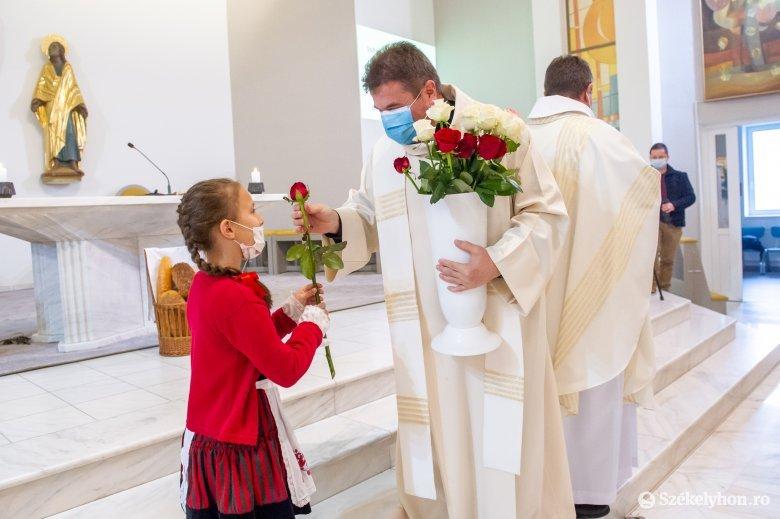 Szent Erzsébet-napi kenyér- és rózsaáldás Székelyudvarhelyen
