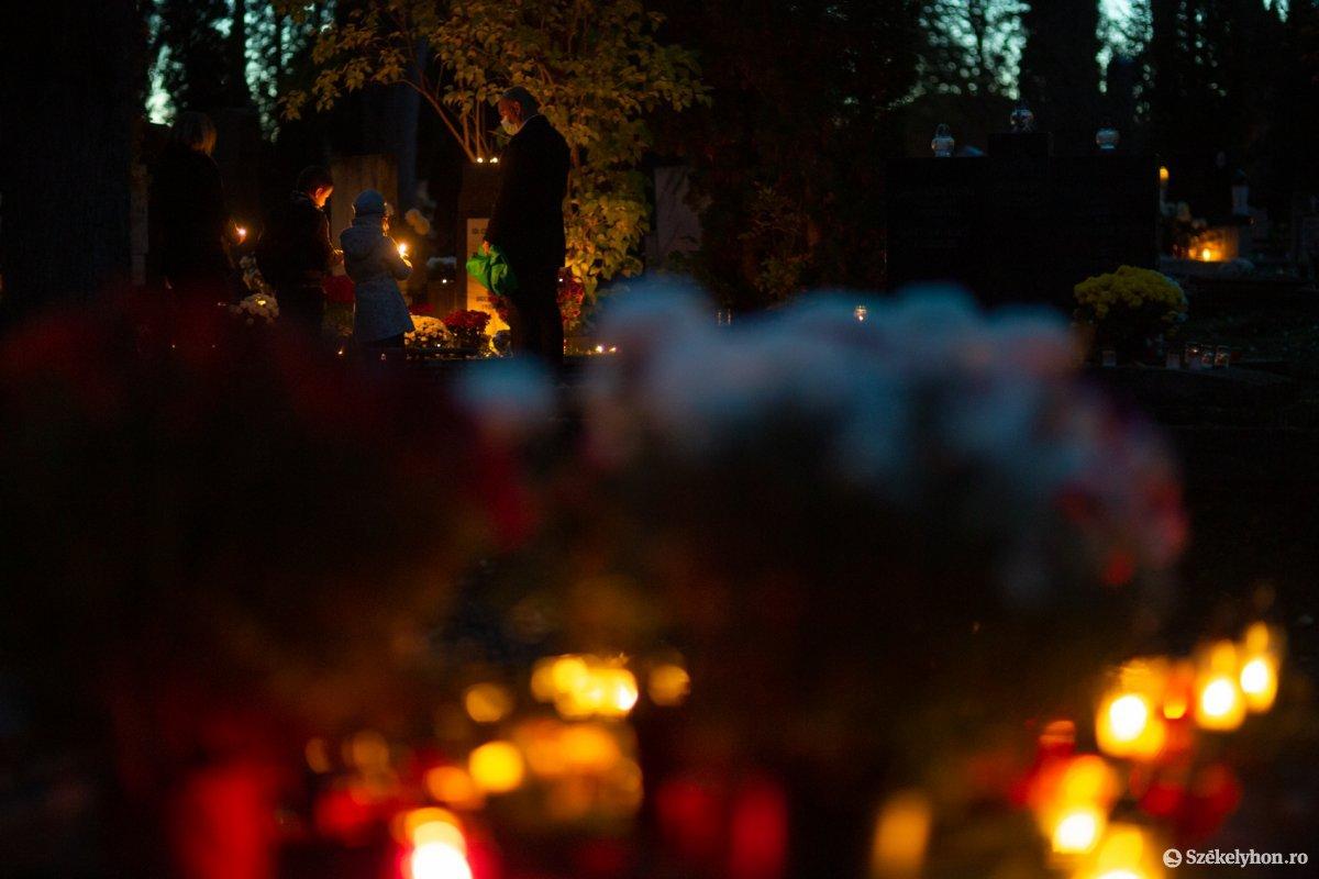 https://media.szekelyhon.ro/pictures/udvarhely/aktualis/2020/02-november/o_halottaknapja-ebe-14.jpg