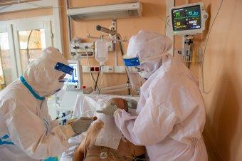 Mikor, ha nem most? Több száz lélegeztetőgépet és 20 oxigénkoncentrátort vetnek be az Unifarm-tartalékból