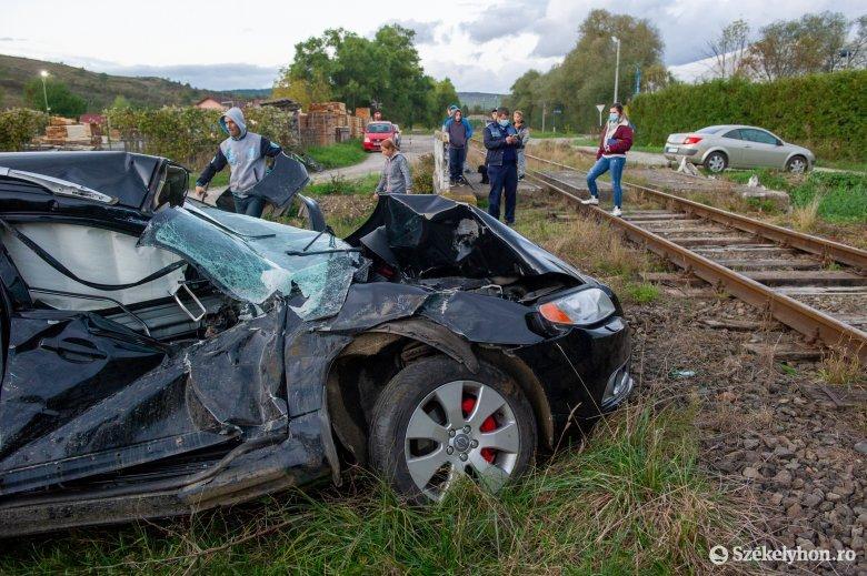Vonattal ütközött egy autó Székelyudvarhelyen