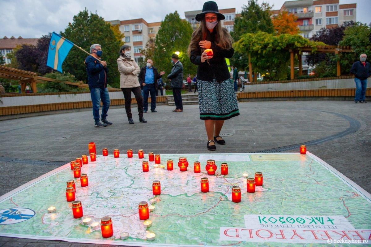 https://media.szekelyhon.ro/pictures/udvarhely/aktualis/2020/03-oktober/o_autonomia_nap_belo-1.jpg