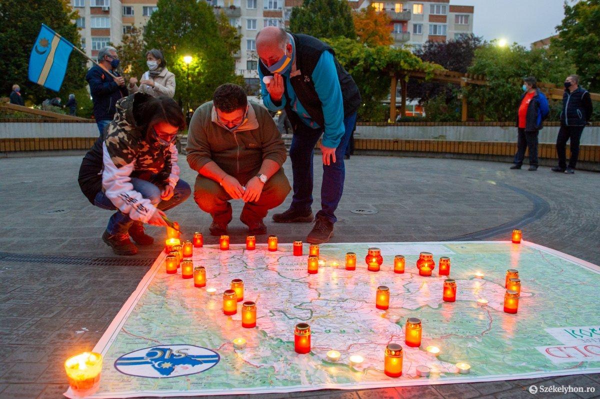 https://media.szekelyhon.ro/pictures/udvarhely/aktualis/2020/03-oktober/o_autonomia_nap_belo-7.jpg