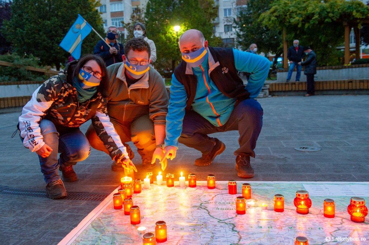 https://media.szekelyhon.ro/pictures/udvarhely/aktualis/2020/03-oktober/o_autonomia_nap_belo-9.jpg