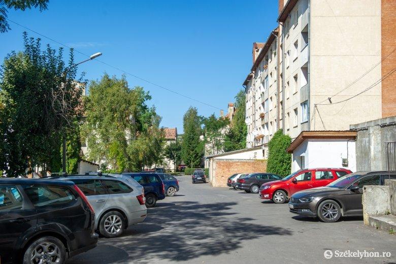 Parkolási gondok Székelyudvarhelyen: élhetetlenné vált a helyzet