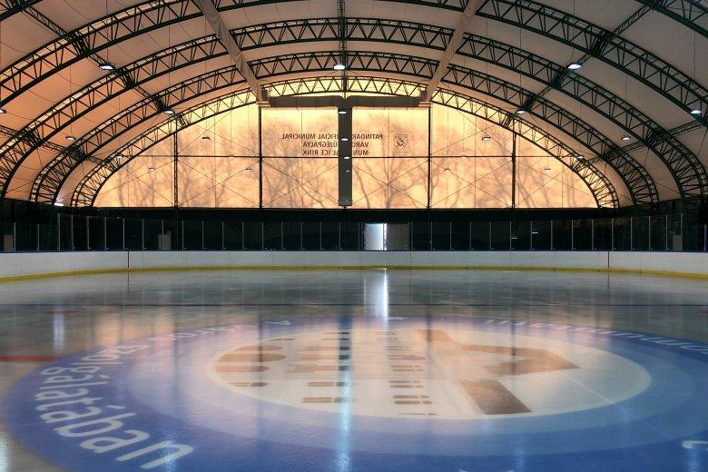 Október elején nyitna a székelyudvarhelyi jégpálya