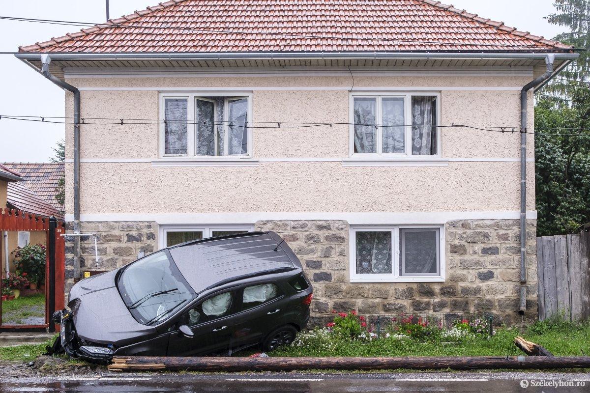 https://media.szekelyhon.ro/pictures/udvarhely/aktualis/2020/04-szeptember/o_baleset-szentegyhazan-vn-002.jpg