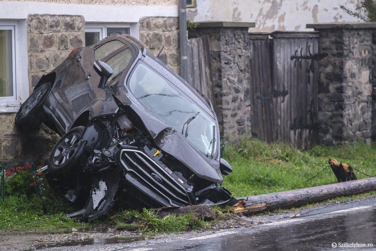 https://media.szekelyhon.ro/pictures/udvarhely/aktualis/2020/04-szeptember/o_baleset-szentegyhazan-vn-003.jpg