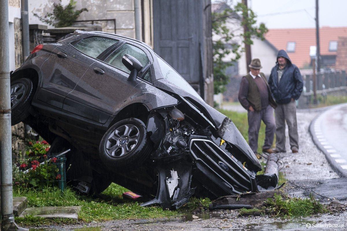 https://media.szekelyhon.ro/pictures/udvarhely/aktualis/2020/04-szeptember/o_baleset-szentegyhazan-vn-004.jpg