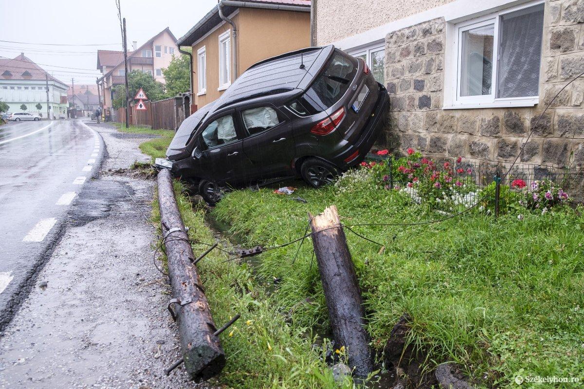 https://media.szekelyhon.ro/pictures/udvarhely/aktualis/2020/04-szeptember/o_or_baleset-szentegyhazan-vn-015.jpg