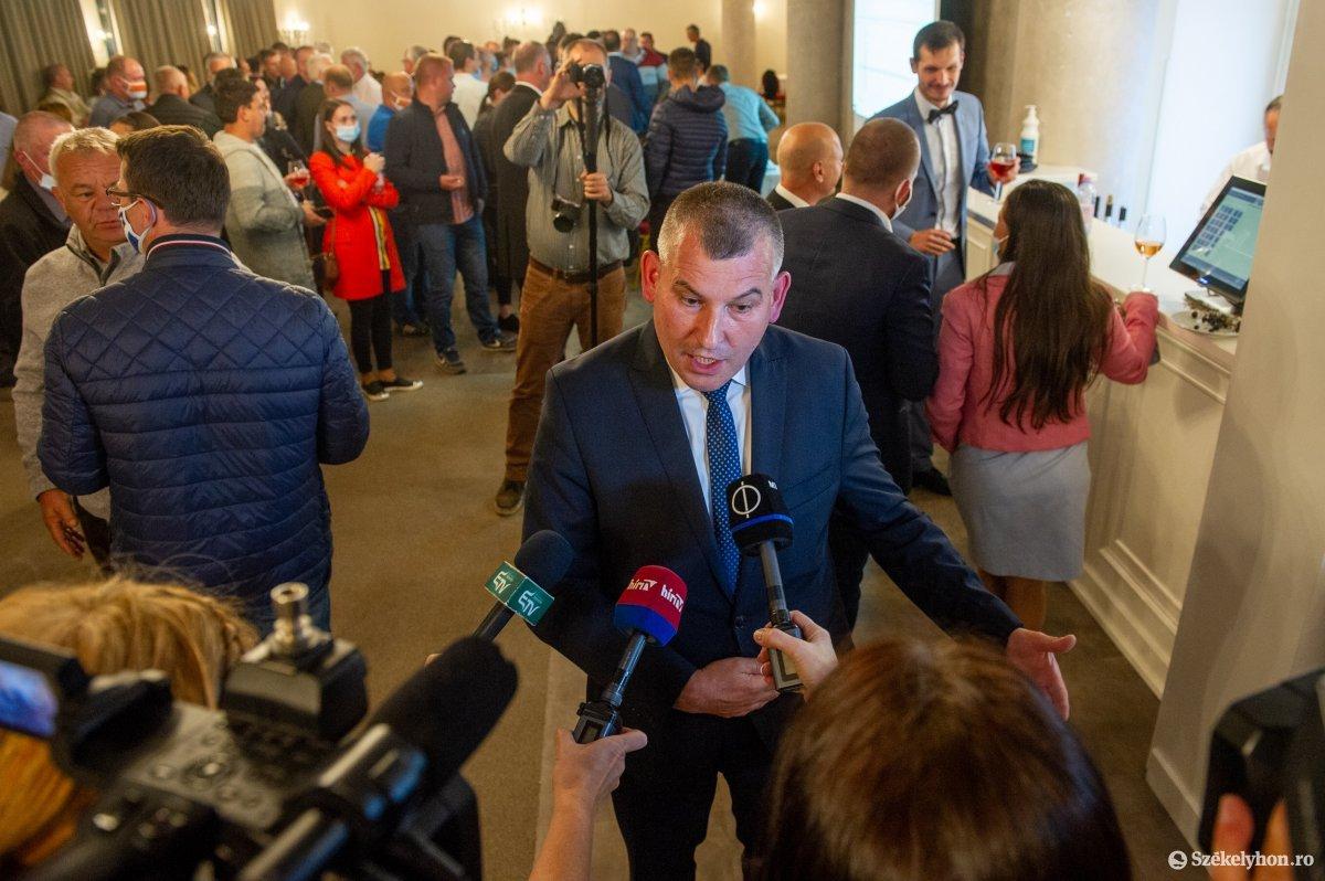 https://media.szekelyhon.ro/pictures/udvarhely/aktualis/2020/04-szeptember/o_valasztas_pol_belo-17.jpg
