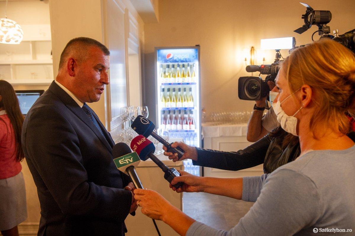 https://media.szekelyhon.ro/pictures/udvarhely/aktualis/2020/04-szeptember/o_valasztas_pol_belo-18.jpg