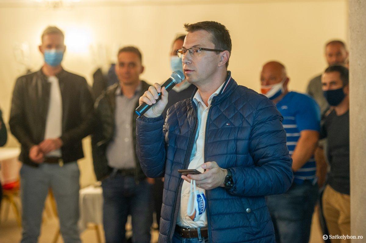 https://media.szekelyhon.ro/pictures/udvarhely/aktualis/2020/04-szeptember/o_valasztas_pol_belo-26.jpg