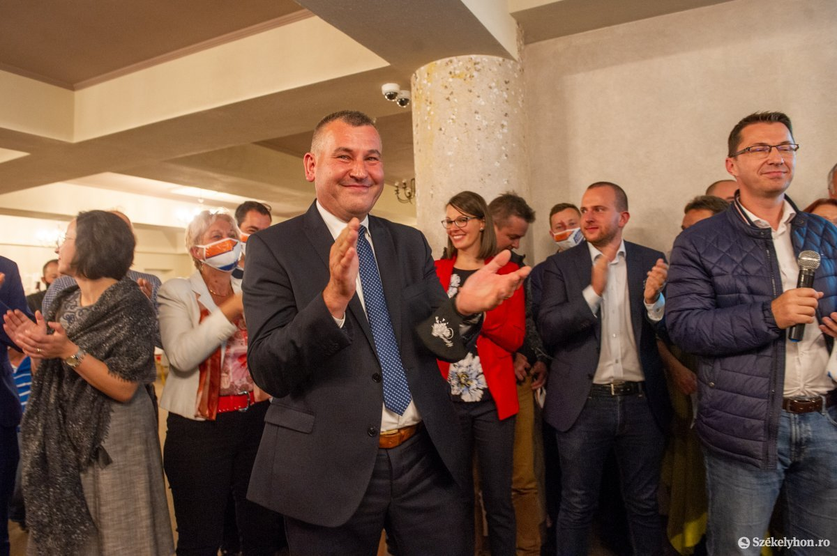 https://media.szekelyhon.ro/pictures/udvarhely/aktualis/2020/04-szeptember/o_valasztas_pol_belo-28.jpg