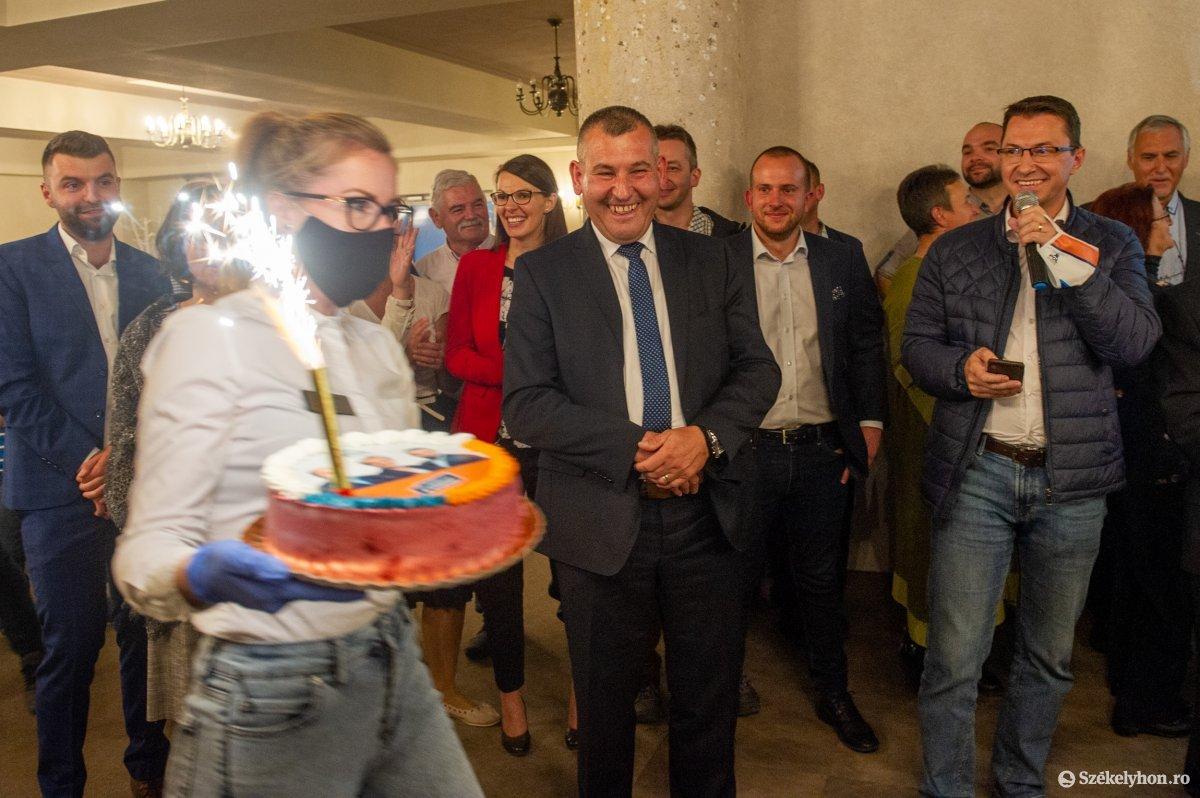 https://media.szekelyhon.ro/pictures/udvarhely/aktualis/2020/04-szeptember/o_valasztas_pol_belo-29.jpg