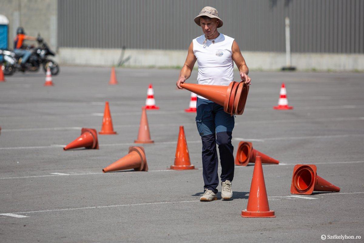 https://media.szekelyhon.ro/pictures/udvarhely/aktualis/2020/05-augusztus/o_baleset-megelozes-ebe-501.jpg