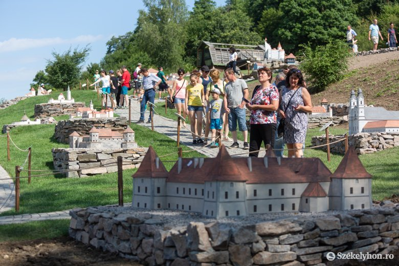 Sokan látogatják a szejkefürdői Mini-Erdély Parkot