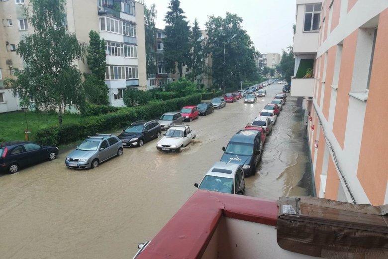 Esővíz árasztotta el a székelyudvarhelyi utcákat