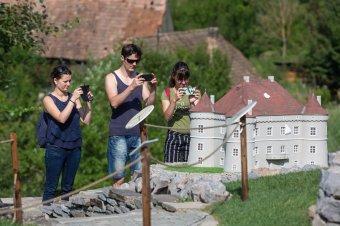 Hello tourist! A nemzetközi lazítások nagy kihívások elé állítják idén az erdélyi turizmust