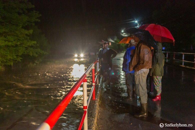 Küzdelem az árral: három udvarhelyszéki községben okozott komoly problémákat a heves esőzés