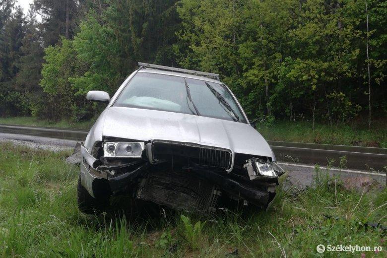 Ittasan balesetezett, hátrahagyta az autót