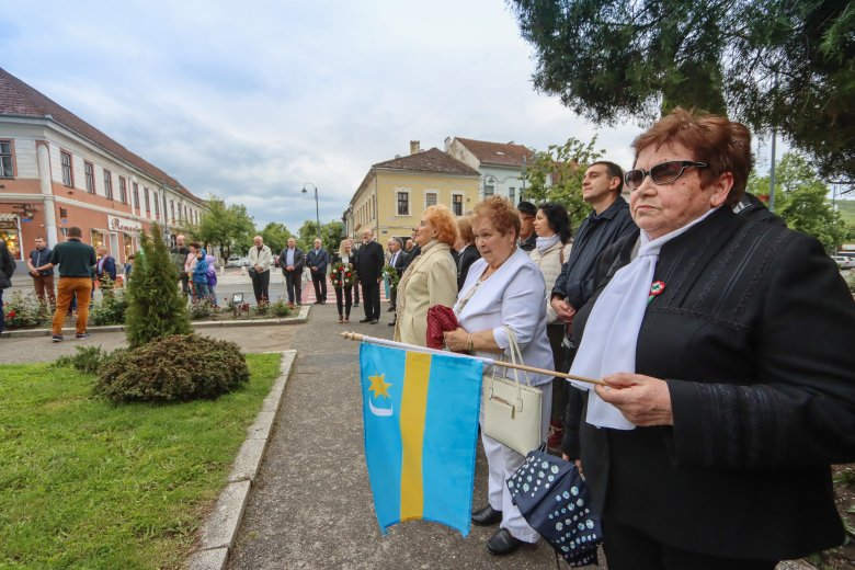 Harangszóval, koszorúzással emlékeztek a Trianonra Székelyudvarhelyen