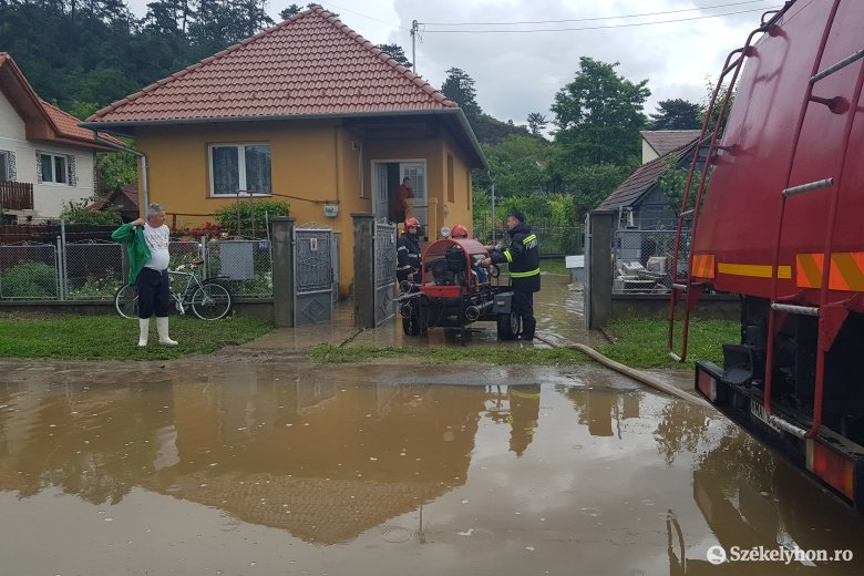 Földcsuszamlás, lezárt út Székelyudvarhelyen – felfordulást okozott az eső