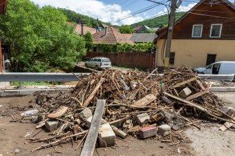 Árvíz után: a károk felmérésén és a helyreállításon dolgoznak