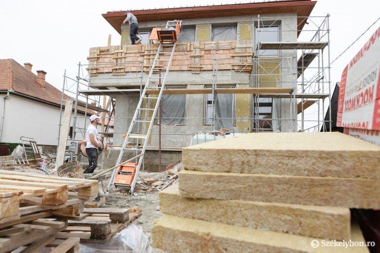 Jól haladnak a közösségi ház építésével Kápolnásfaluban