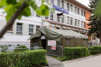Visszaállították a sátrat a székelyudvarhelyi kórház udvarára