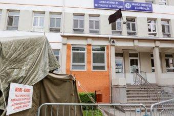 Továbbra is igen magas Romániában a koronavírus-fertőzésnek tulajdoníthatóhalálozási ráta