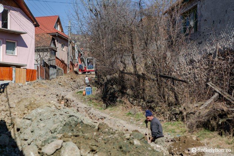 Ivó- és a szennyvízhálózatot építenek Lövétén