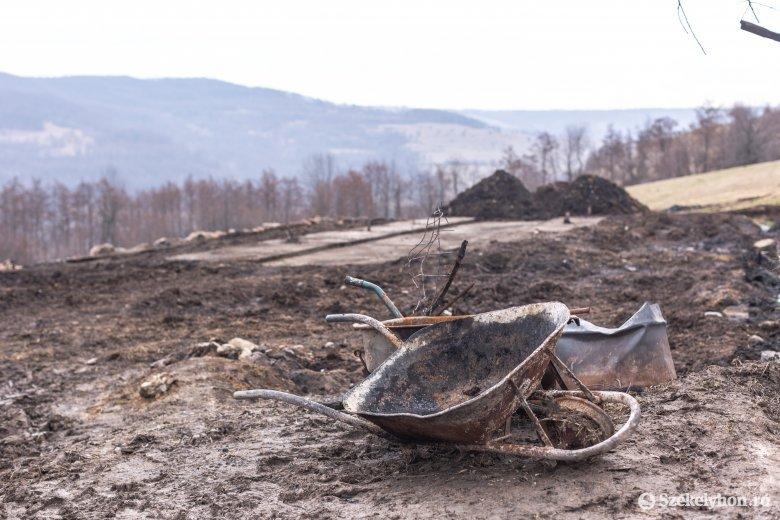 Számtalan felajánlás érkezett a leégett istálló tulajdonosainak