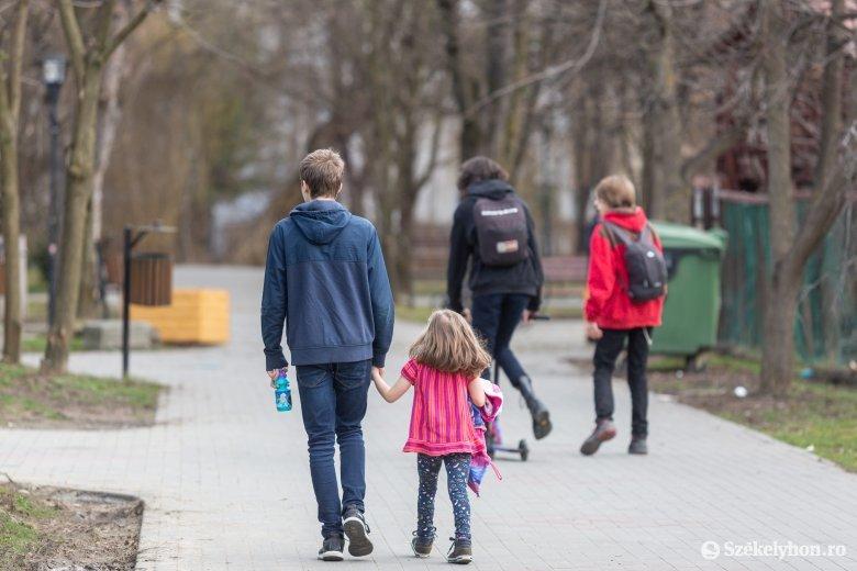 Kényszerhelyzetben találékonyak a székelyföldi szülők
