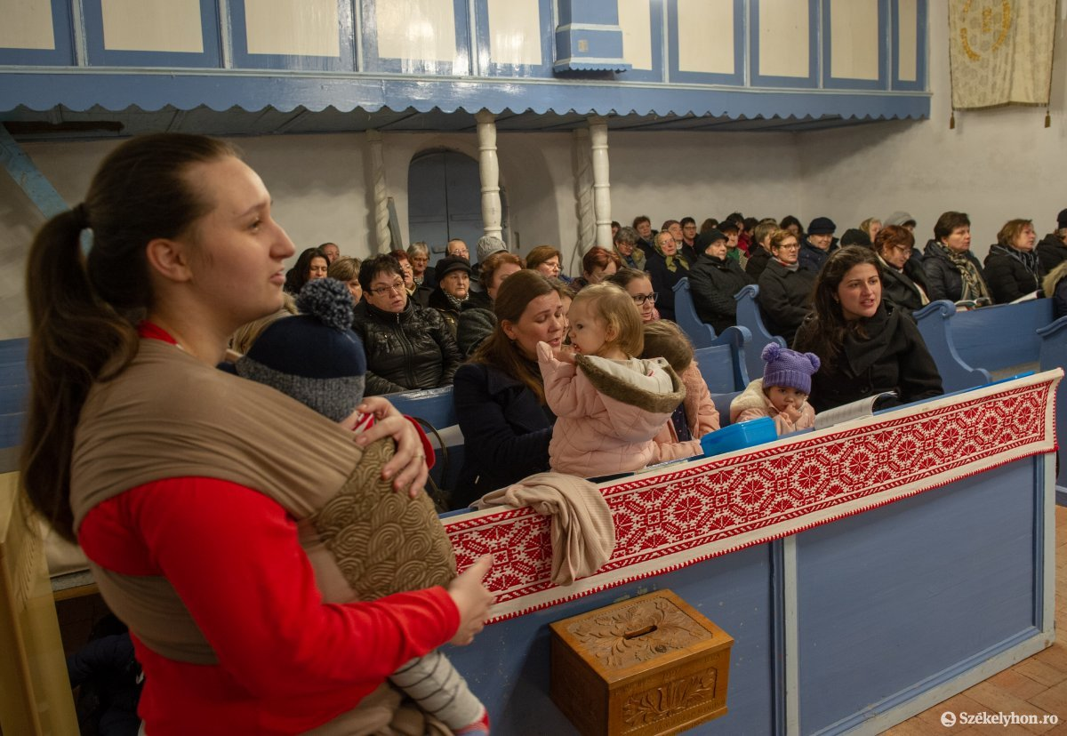 https://media.szekelyhon.ro/pictures/udvarhely/aktualis/2020/11-februar/o_zenes_mise_kisgalambfalva_belo-2.jpg